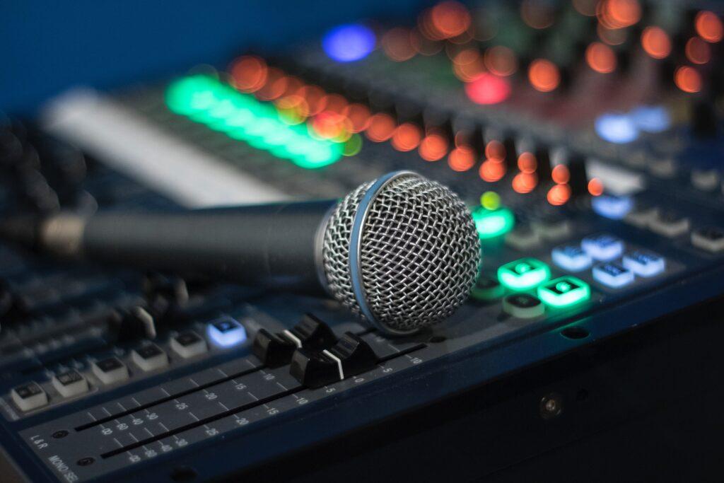 Scopri le offerte per aprire la tua web radio personale e divertirti a trasmettere al mondo